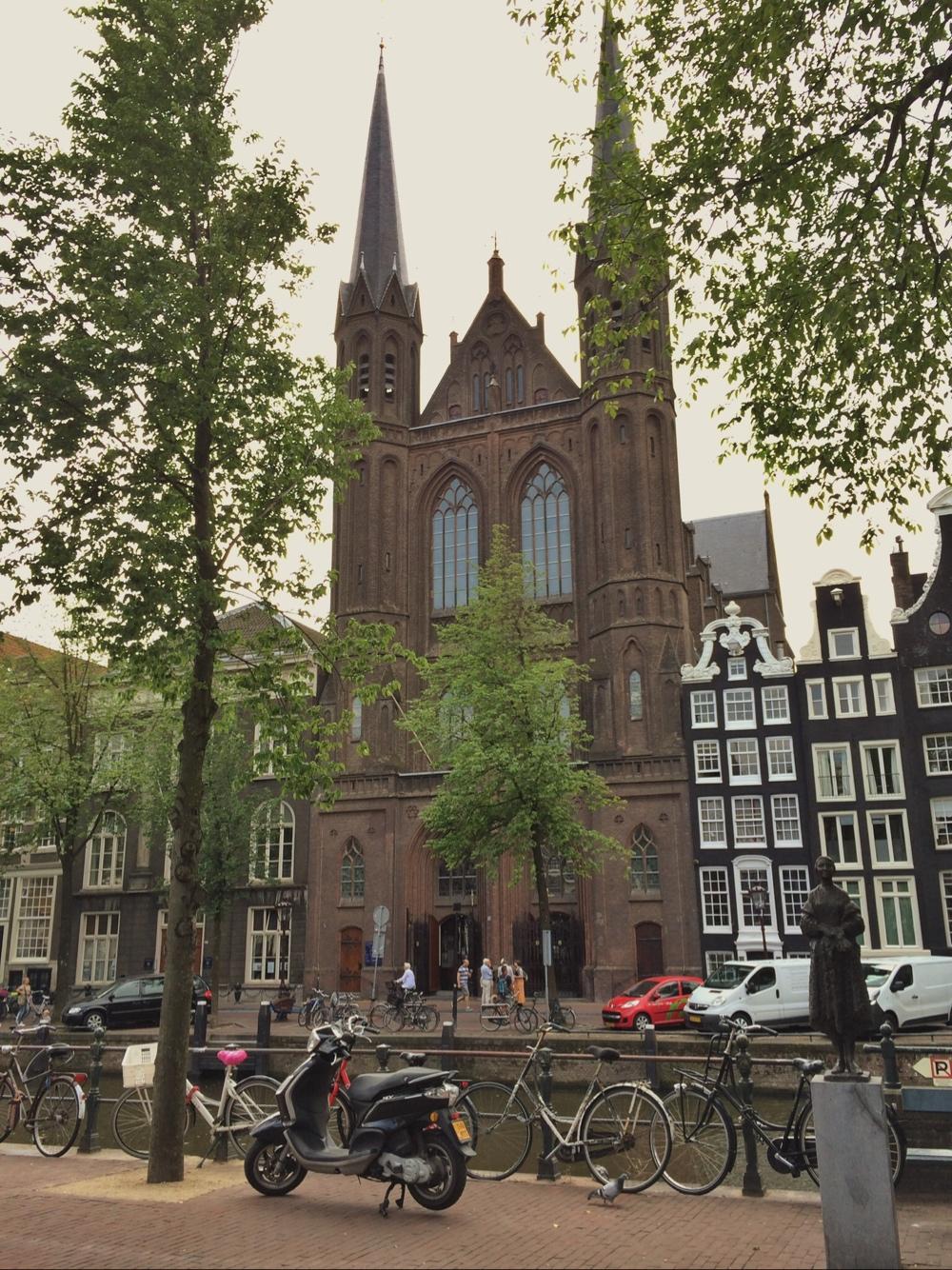 bild på en kyrka i amsterdam av sebastian thorell