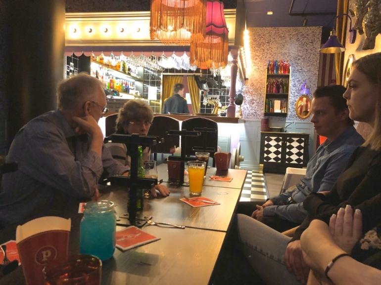 bild på gäster vid ett bord på pinchos av sebastian thorell